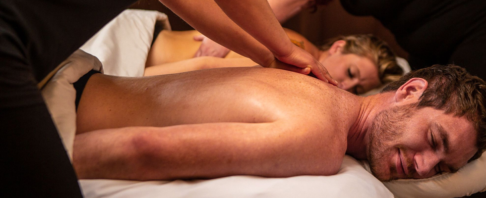 Couple getting Massage Services